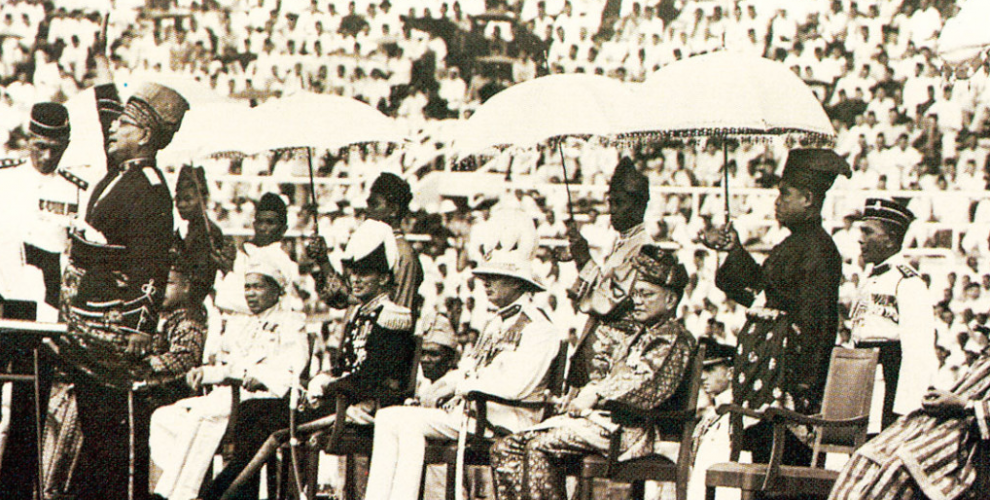 The official declaration of independence was read on August 31, 1957, in the Stadium Merdeka in Kuala Lumpur under the attendance of more than 20,000 people as well as the King and Queen of Thailand.